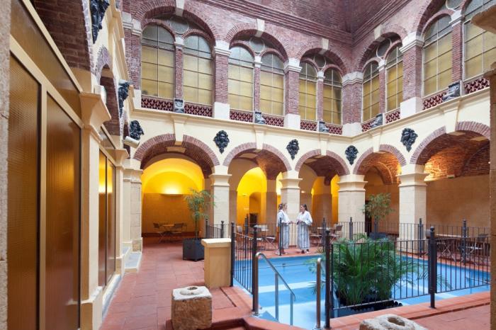 salle de la piscine bains romains d'amélie thermes
